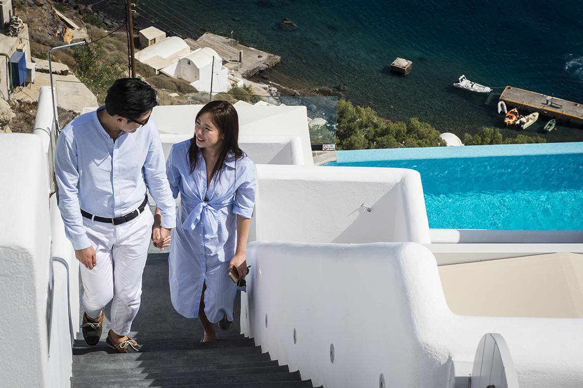 Small weddings in Santorini