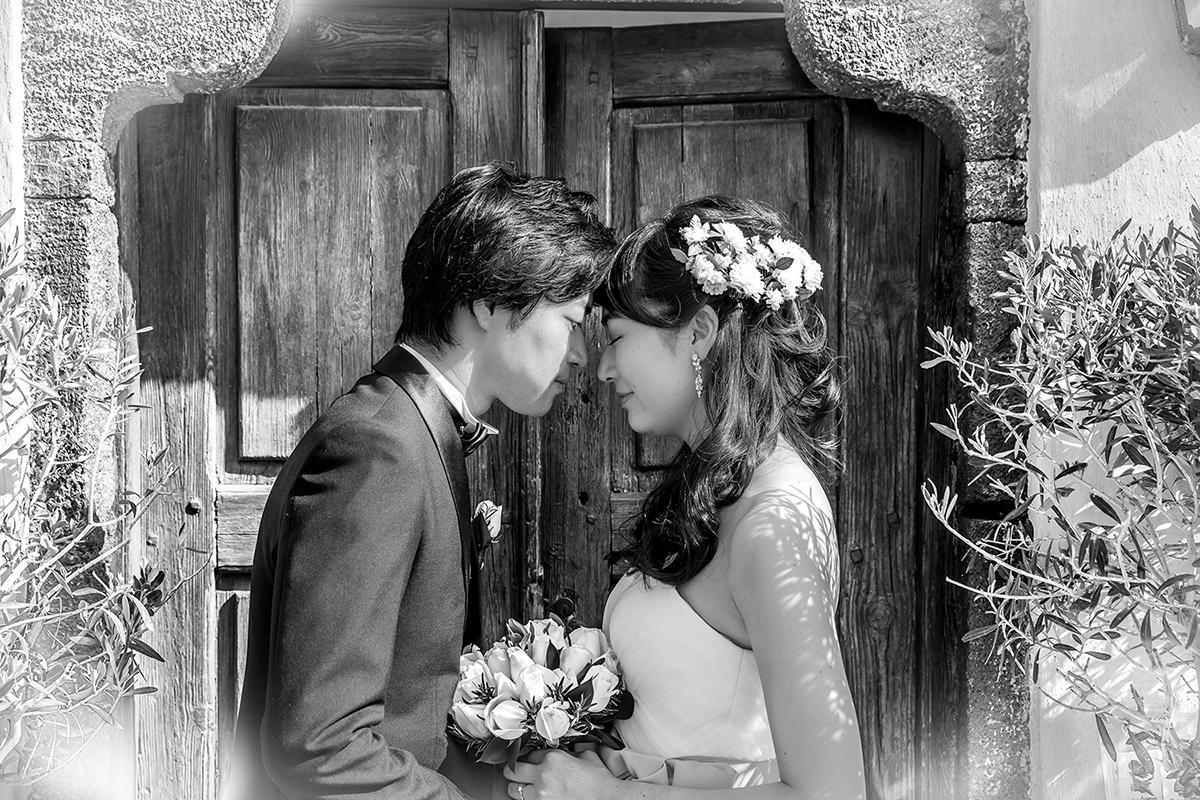 black and with wedding photography santorini
