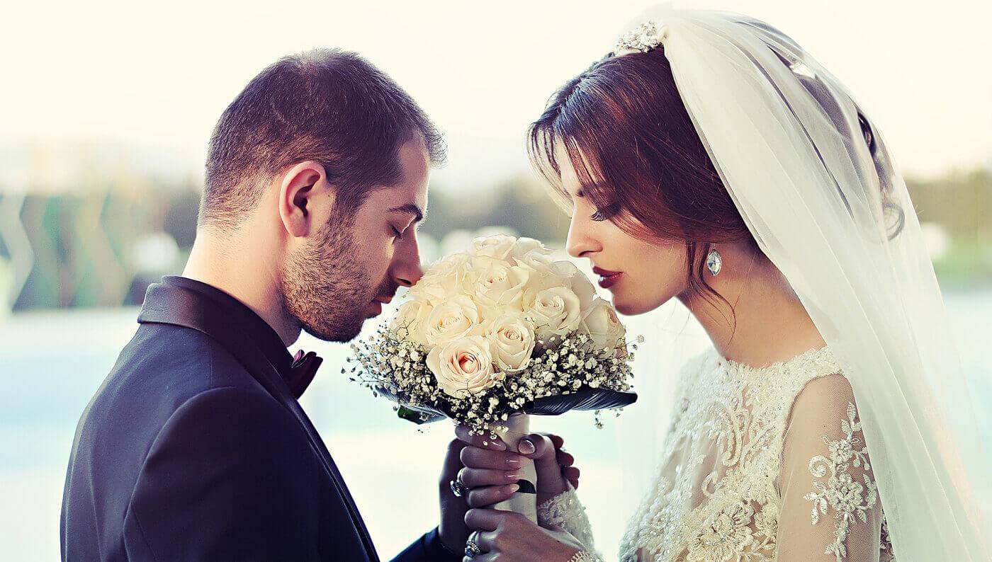 How to Plan a Santorini Wedding